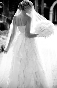 monique-lhuillier-wedding-dresses-veils-bridal-fashion-2